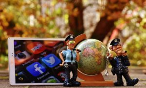 Neutahujte si z policie na FB