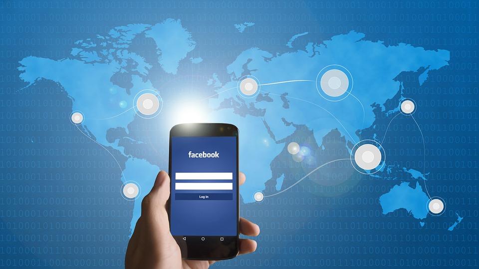 Facebook automaticky skenuje fotky