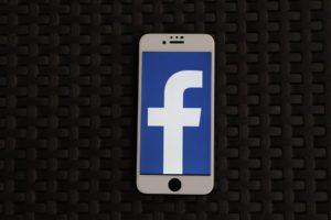 Facebook byl zase napaden
