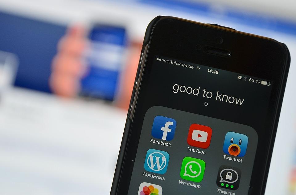Facebook propojuje tři aplikace