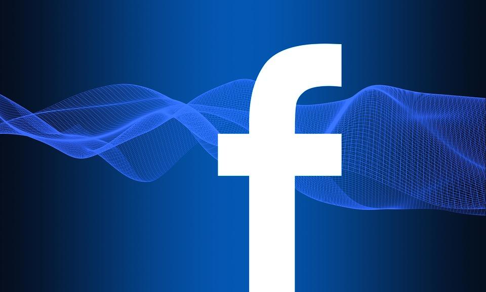 Firmy mohou mazat i číst zprávy uživatelů. Facebook to povolil