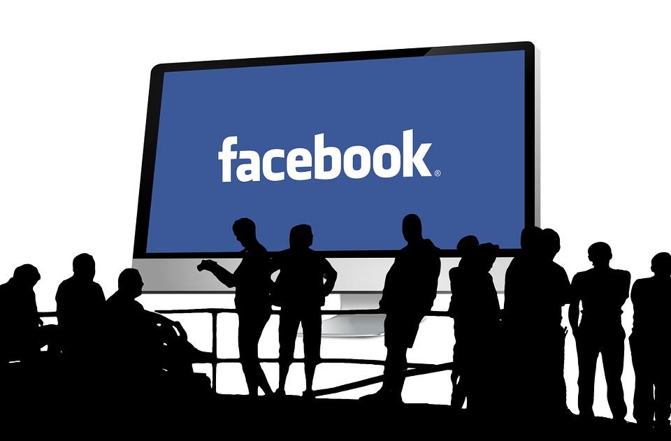 Rusko se pustilo do boje s Facebookem a Twitterem