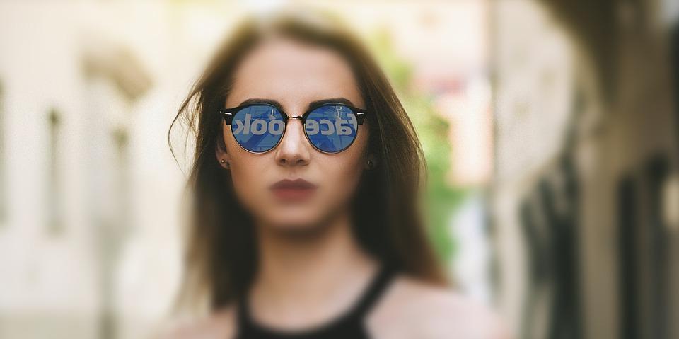 Facebook údajně získával intimní data od milionů žen