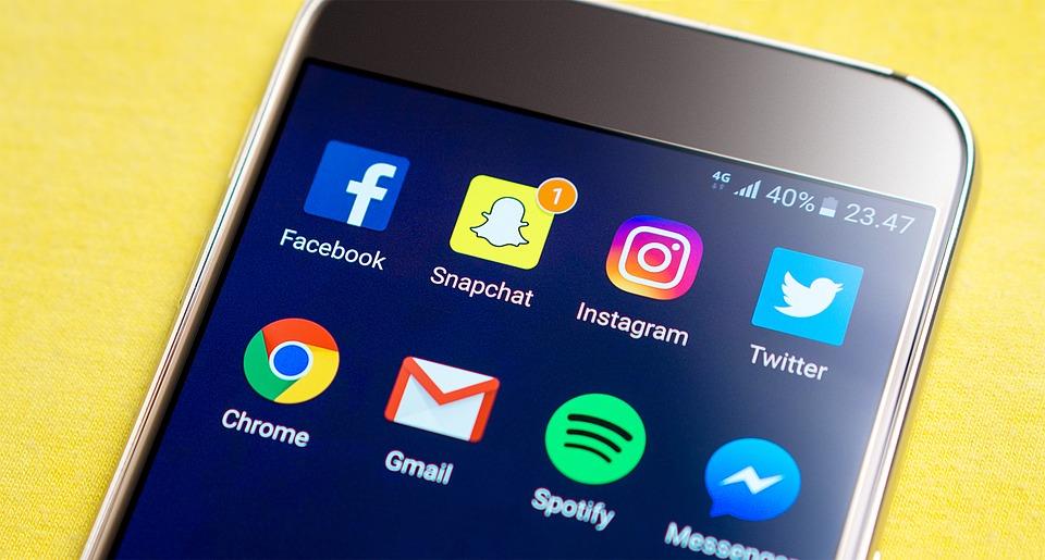 Přejmenování Instagramu a WhatsAppu na spadnutí