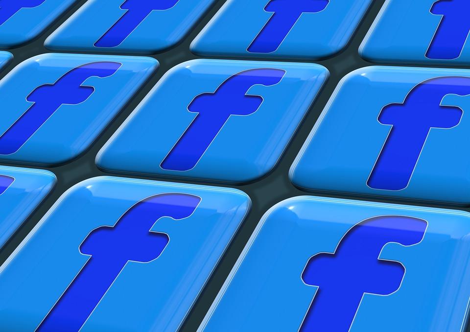 Facebook opět smazal miliony falešných účtů